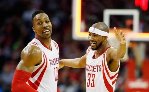 Corey Brewer offers new teammate Dwight Howard a five